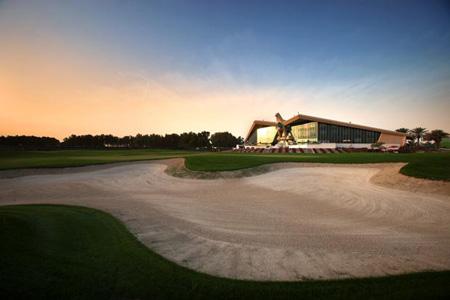 Giocare a golf ad Abu Dhabi