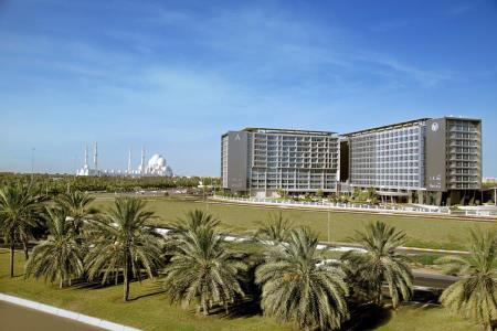 إقامة صيفية منعشة في أحضان فندق بارك روتانا أبوظبي